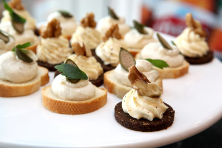 Crostini mit Rauch-Forellenmousse