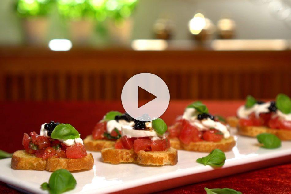 Bruschetta mit Tomaten, Basilikum und Burrata